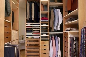 Confiez la création de vos dressing et placards à AEF Rénovation, entreprise de bâtiment.