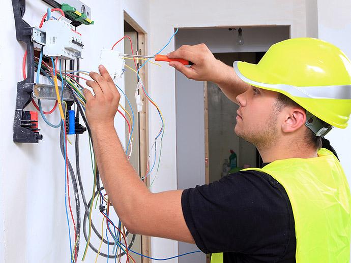AEF Rénovation assure la mise aux normes électriques de votre logement ou bureaux en Presqu'île guérandaise.