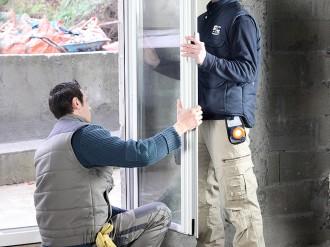 Faîtes poser vos porte-fenêtre et fenêtre  par AEF Rénovation, artisan menuisier.