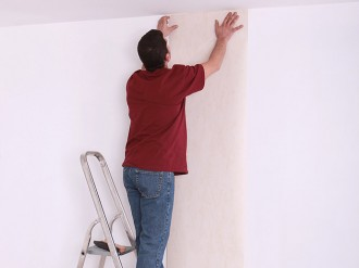 Confiez la pose de vos papiers peints et tapisseries à AEF Rénovation, tapissier en Presqu'île Guérandaise.