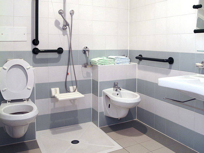 Cr ation salle de bain senior et handicap la baule gu rande for Salle de bain handicape