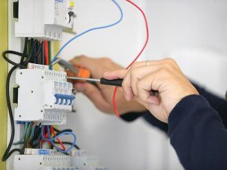 AEF Rénovation assure tous vos travaux d'électricité générale en Presqu'île guérandaise.
